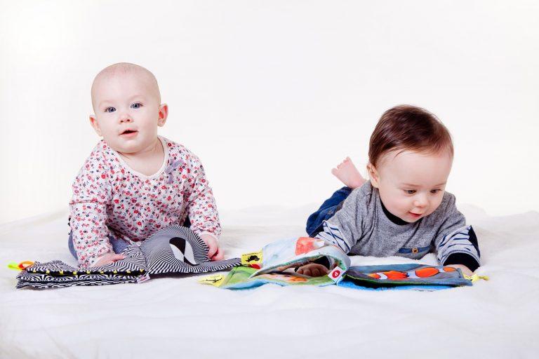 Zabawy sensoryczne mają ogromne znaczenie we wczesnych latach życia