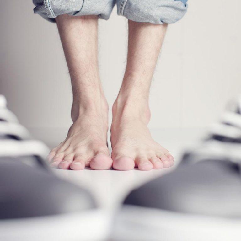 Jak zadbać o zniszczone stopy