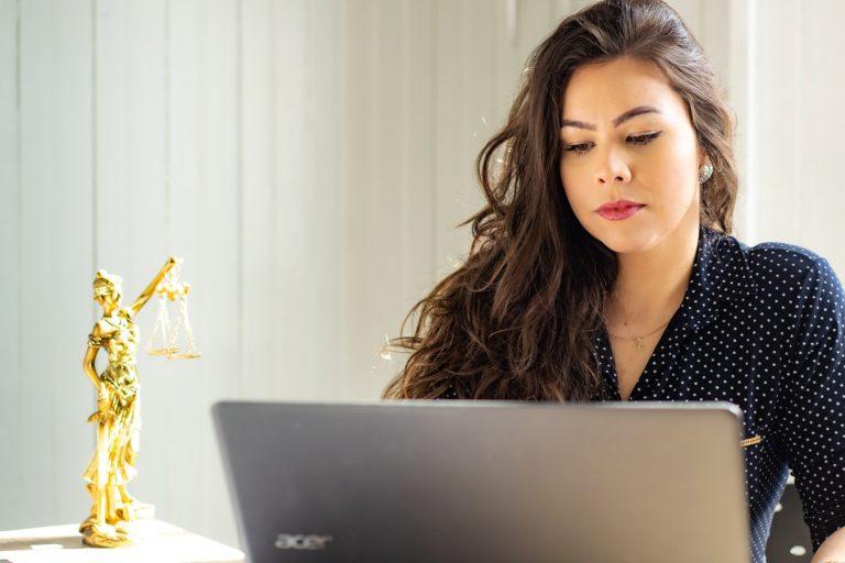 Koronawirus – porady prawne dla firm. Jak je uzyskać?